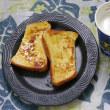 フレンチトーストに蜂蜜垂らしてホットミルクの朝