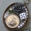 兎図コインのネックレス