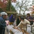 京漬け物と京の豆焼き菓子の試食風景