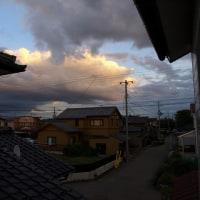 雲の向こうに何かありそうな空