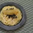 たらこスパゲティに海苔を散らし数の子を乗せる朝