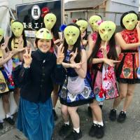 ふるさとの祭典市のサプライズ・ゲストは熊谷真実さん仮面。