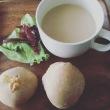 短角牛の生ハムと焼きたてパンの朝ごはん