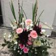 優しい色の花を使って、パラレルスタイル。