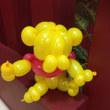 リンクに舞う黄色いクマ