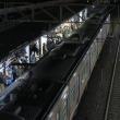 浜松駅に到着する313系と駅ビル「メイワン」 (2017年11月)