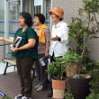 通りの向かいで路上ライブをしました♪( ´θ`)ノ