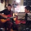 富士見台の居酒屋「流」で、小嶋伸公さんとシンガーソングライターはなさんのライブ