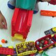 子どもたちの発見 <貨車に荷物を積み込む方法><丸い形><一方が下がれば一方が上がる>
