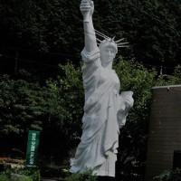 自由の女神像とモネの池