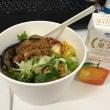今日のお昼ご飯 茄子と肉味噌のサラダごはん