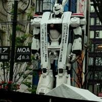 98式イングラム新宿に立つ