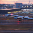 A350WXB 黄昏のテイクオフ