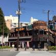 若者の街・京都では、交差点が実に絵になる !