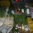 11月20日の朝市は寒い朝、里芋・大根・葉物等野菜いっぱい