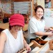 お友達と一緒に織りました   竹島クラフトセンター