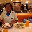 本日は神戸クックワールドビュフェへ。1450円でおなかいっぱい。ランチもディナーも同一価格。クレジットカード不可。ドリンクバーはノーブランド飲料。