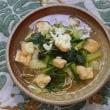 青菜とお揚げさんの炊いたんを韃靼蕎麦にブッかける朝