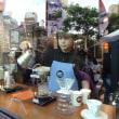 窓越しのコーヒー