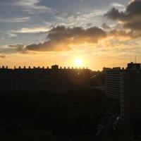 おはよう。雲あるも朝日は見えました。今日は33度になります。暑くなるな。