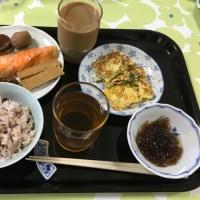 朝飯。カロリーが高いみたいだなあ。