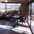 川沿いのカフェ