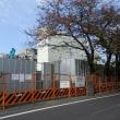元木屋製作所は新築工事の準備が始まる、地方庁舎は本館の解体が見える