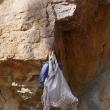 岩場での荷物