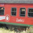 Zambezi 川を渡って、少年たちを乗せた列車がゆく