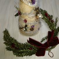白いクリスマスツリーは黒のリボンで大人の香り