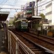 レトロな町屋の電車