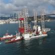 """巨大プラットフォーム""""GSP Saturn""""がイスタンブール海峡を通行         トルコ"""