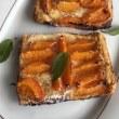 グリーンアスパラガスのサラダにアンチョヴィー風味のトマトソースパスタのお昼