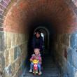 一人しか通れないトンネル