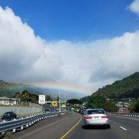 虹の橋の下をくぐる