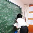 数の性質、どんな場合でも成り立つか証明してみよう(8年・数学科 少人数習熟度別授業)