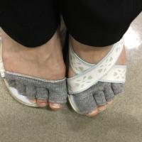 指の間の靴下を見つけたよ