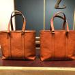 土屋鞄製作所のオイルヌメデイリートートのブラウンとストーブオレンジ