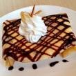 バニラアイスとチョコレートのクレープ
