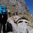 ピレネー山小屋縦走トレッキング;第3日目(3);岩稜と湖沼の先にアユー小屋