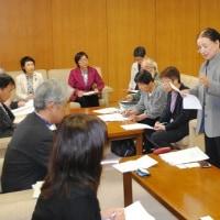 母親大会実行委から県に要望