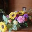 フラワーアレンジ教室はスプレーシェープ 花束をテーブルに置いているイメージで活けます。