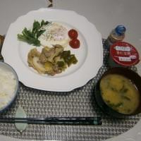 お初のいちごと朝ご飯いろいろ(きゅうりが5円♪)