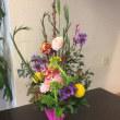 静岡講師会、春の花を使ってひな祭りのアレンジ。