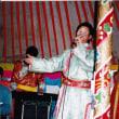 蒙古の包(パオ)で