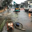 ◆テレビのニュースでも報じられた綾瀬市小園南の水道管破裂! 住宅地の道路冠水!