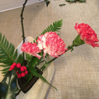 花意匠 傾ける型 柊 カーネーション シダ