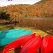 湖畔に映る紅葉
