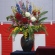 入学式の壇上の花 生蘭高校