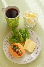 コストコのプルコギビーフとディナーロールで朝ご飯